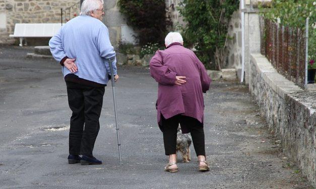 Povezanost između neuromuskularnih oštećenja, hroničnog bola u leđima i mobilnost kod starijih osoba
